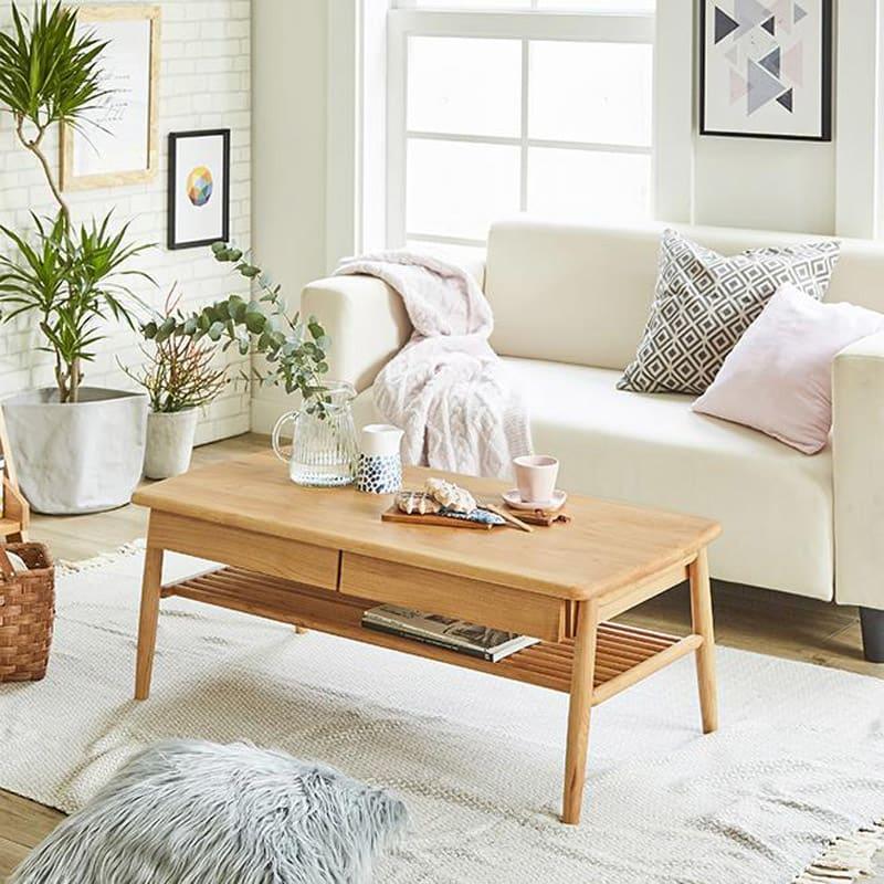 棚付き天然木テーブル 本体高さ38cmなので、ソファ前に置いて丁度良い高さです。