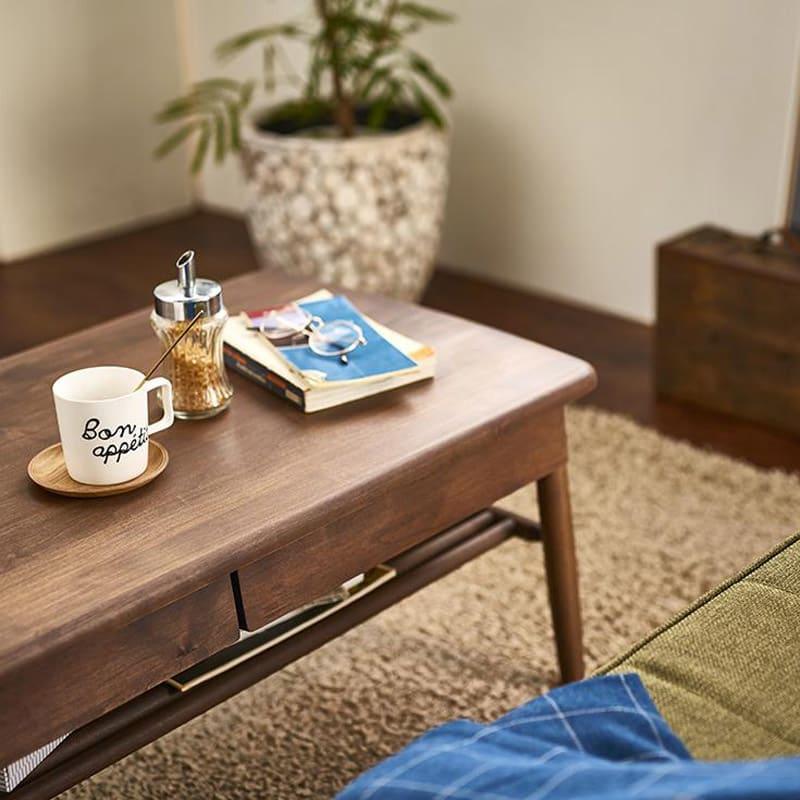 棚付き天然木テーブル 便利なソファ前テーブルです。