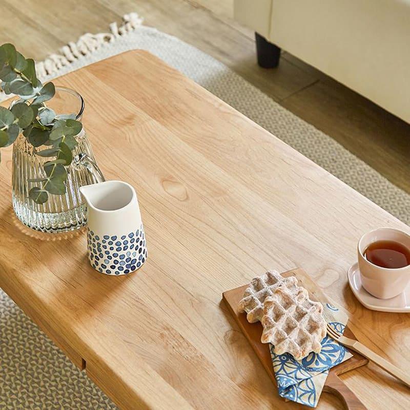 棚付き天然木テーブル 天板はアルダー天然木の無垢材に、素材感を活かしたオイル塗装を施しております。