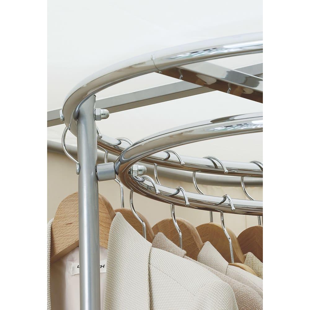 耐荷重50kg ダブル掛け回転ハンガーラック 洗えるカバー付き 上段ハンガーはダブル掛け仕様で収納効率を高めました。