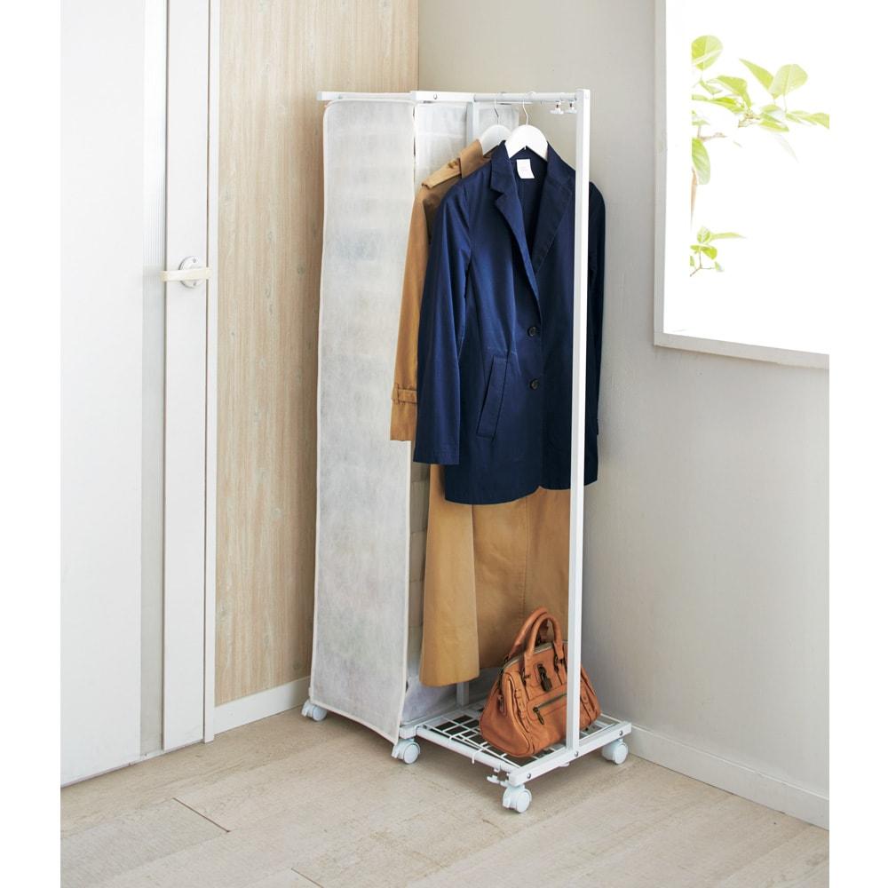 ワイシャツ&ニット収納ラック付き 伸縮ハンガーラック カバークローズ時(ア)ホワイト ハンガーラックは左右どちらにも取付可能。