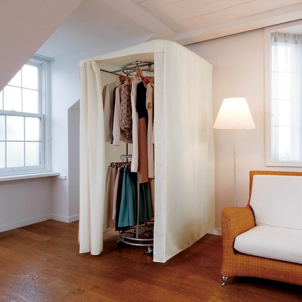 耐荷重50kg ダブル掛け回転ハンガーラック 洗えるカバー付き (ア)(本体)シルバー&(カバー)アイボリー 回転するから洋服が選びやすいハンガーラック。毎日のコーディネートにもとても便利です。