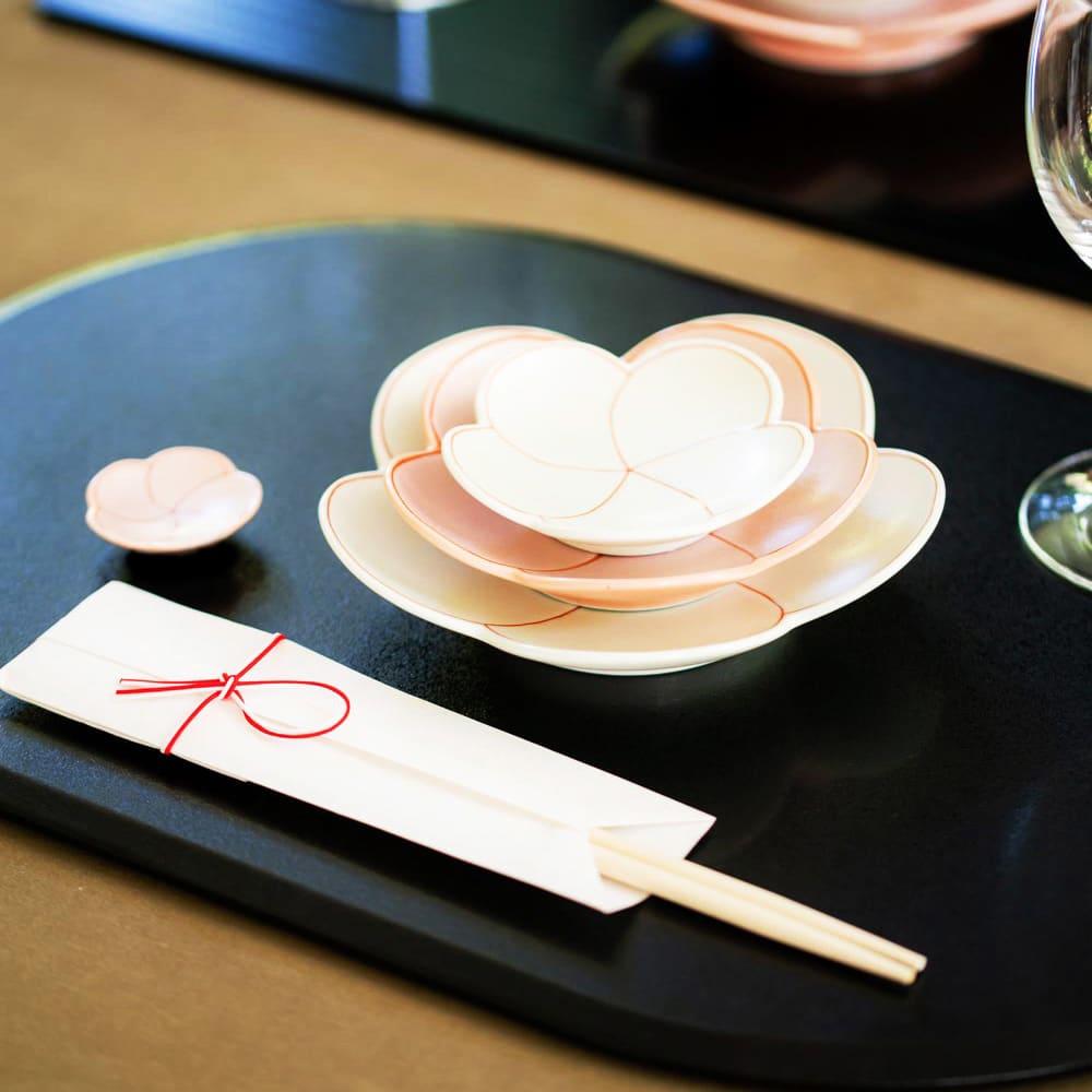 有田焼 梅箸置き&豆皿紅白セット 他サイズのお皿と重ねてコーディネートも華やか!