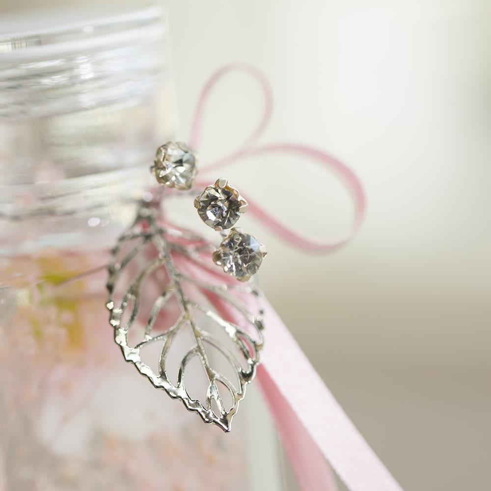 ローズのハーバリウム リーフ&きらきらとしたビジューパーツが華やかさをプラスします