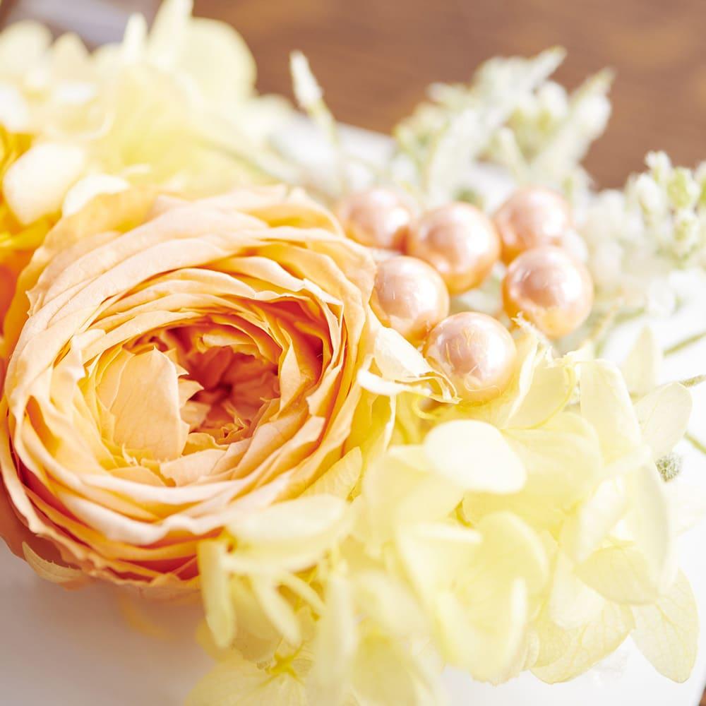 フォトボックス プリザーブドフラワー ミルフィーユ咲きのバラと黄色のアジサイが元気で爽やかな印象