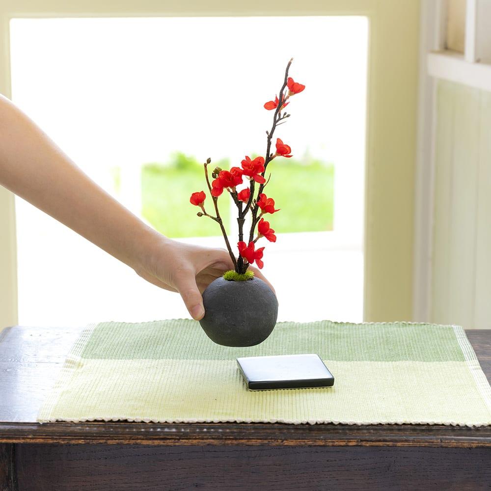 CUPBON 檜炭ボール マリモ お届け後台座の部分に載せてセットします (写真はシリーズ商品の梅です)