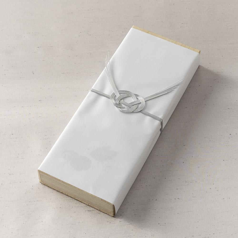 お線香「永寿」二種香入り 掛け紙、水引付で外箱に入っています。熨斗サービスを使用すると外箱も包装、熨斗シールがお付けできます。