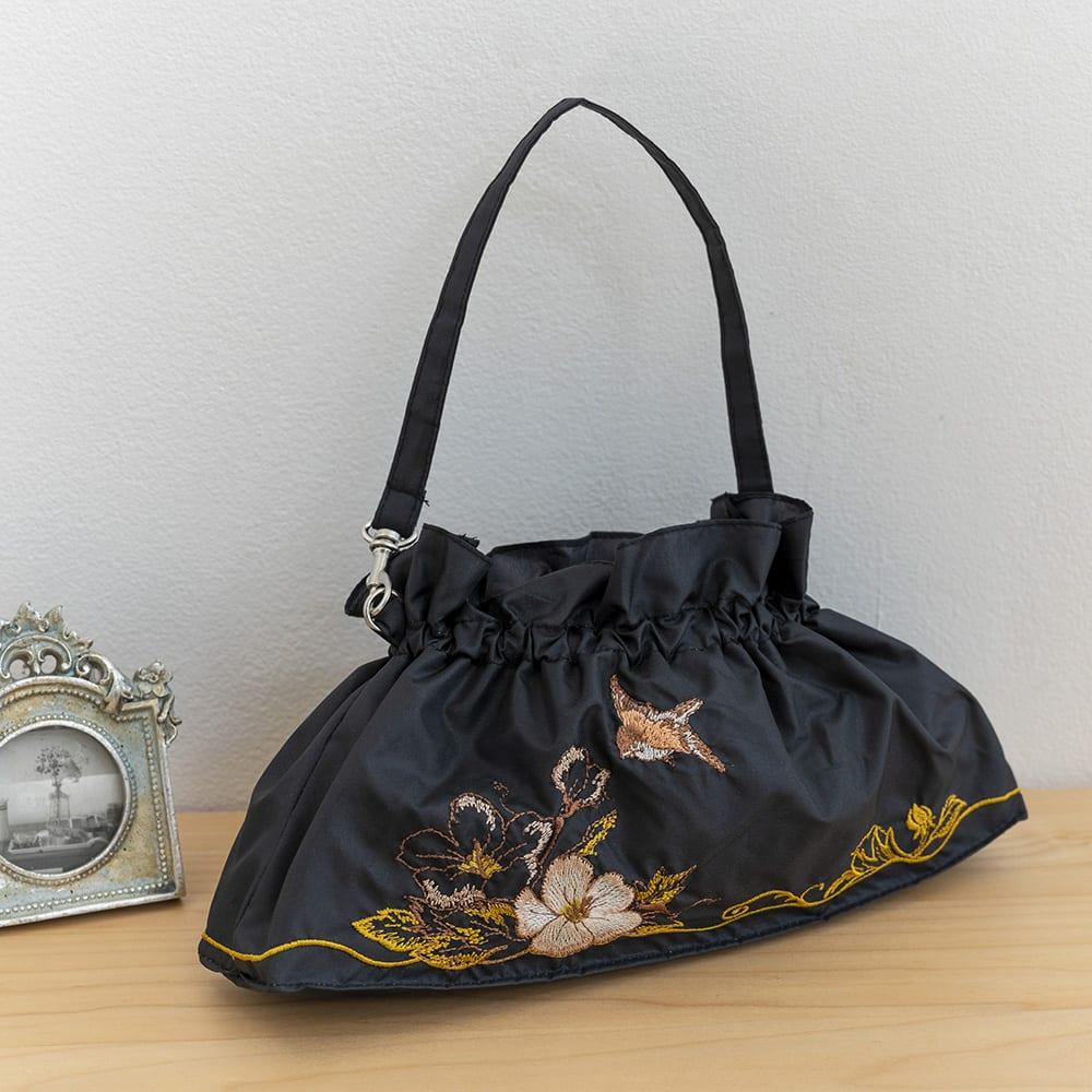 晴雨兼用 二重張り折り畳み日傘 芙蓉 袋は取っ手部分に金具付きでバッグに留めることもできます