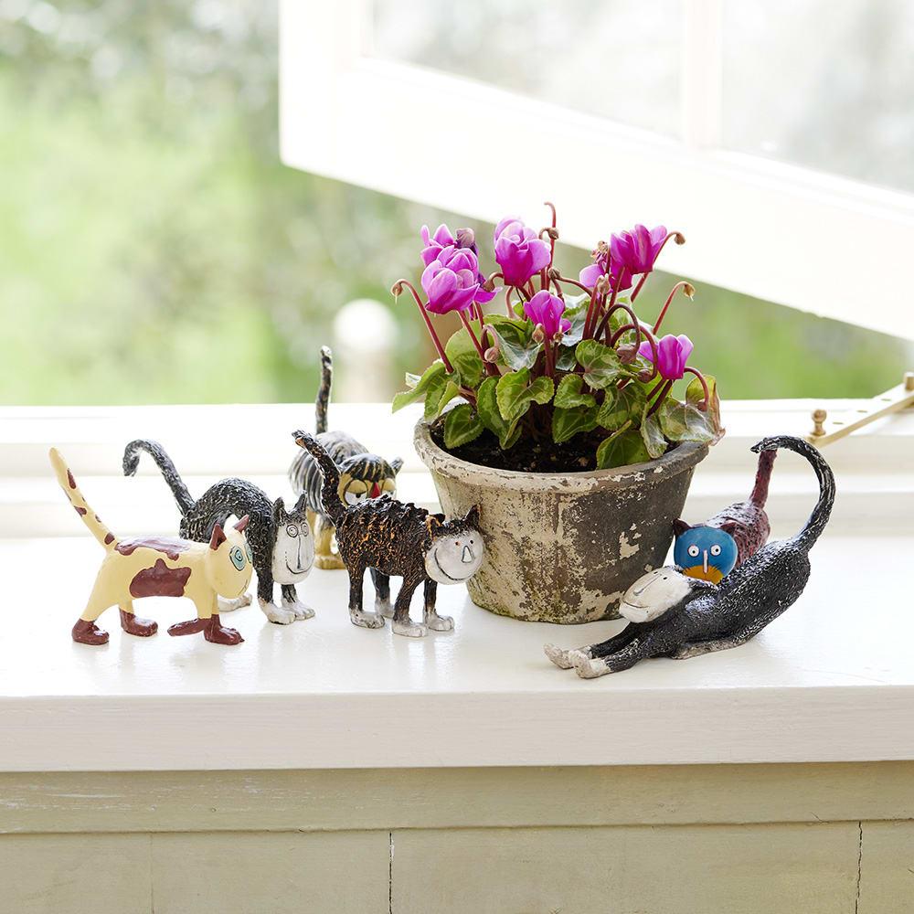 お部屋を癒し空間に・・猫の置物6個セット 鉢の周りにアレンジしてもキュート!