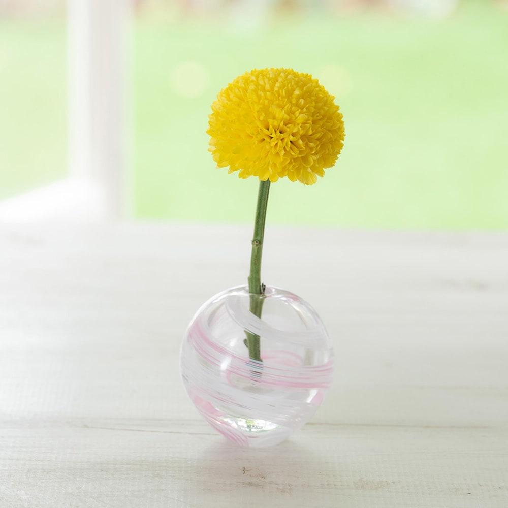 津軽びいどろ花瓶と季節の花を楽しむセット 口が狭いので、1輪でも倒れず短くなるまで楽しめます