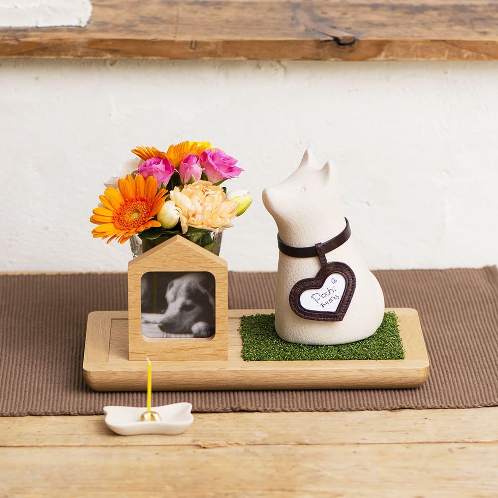 コッコリーノ【Coccolino】 ワンチョA ネーム彫付き ステージ付き フルセット お好みのお花や思い出の品を一緒に飾っても。(お花は商品に含まれません)