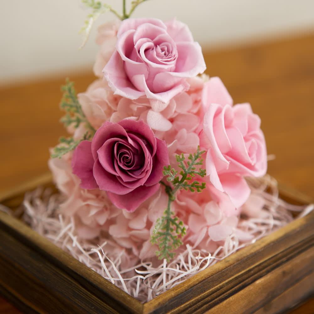 プリザーブドフラワー「アンティークトライアングルアレンジ」 落ち着いたピンク~パープル系のバラをアレンジしています