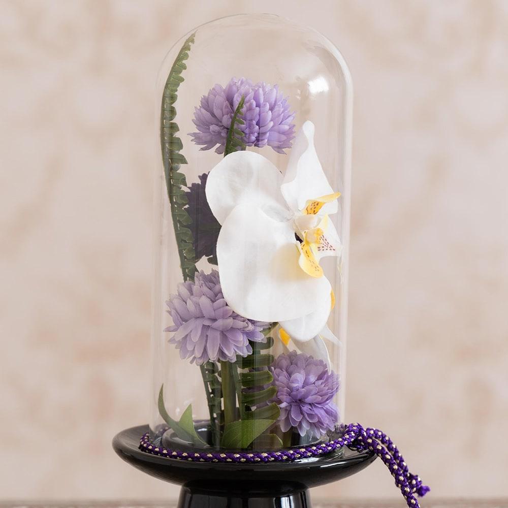 ガラスドームの供花 胡蝶蘭 横から見ても花材が入っています