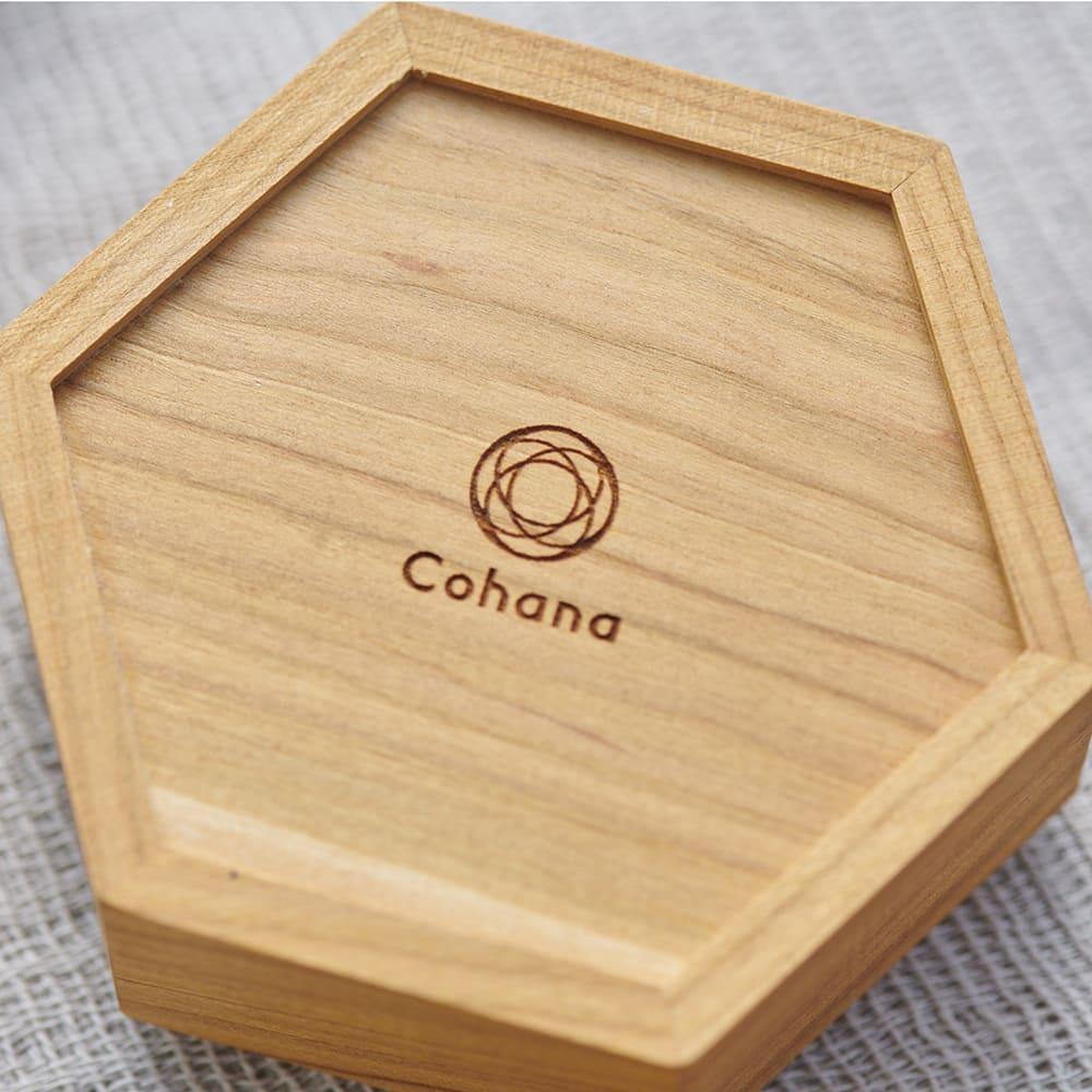 Cohana さくらの手まりの六角小箱 後ろにはCohanaのブランドロゴが