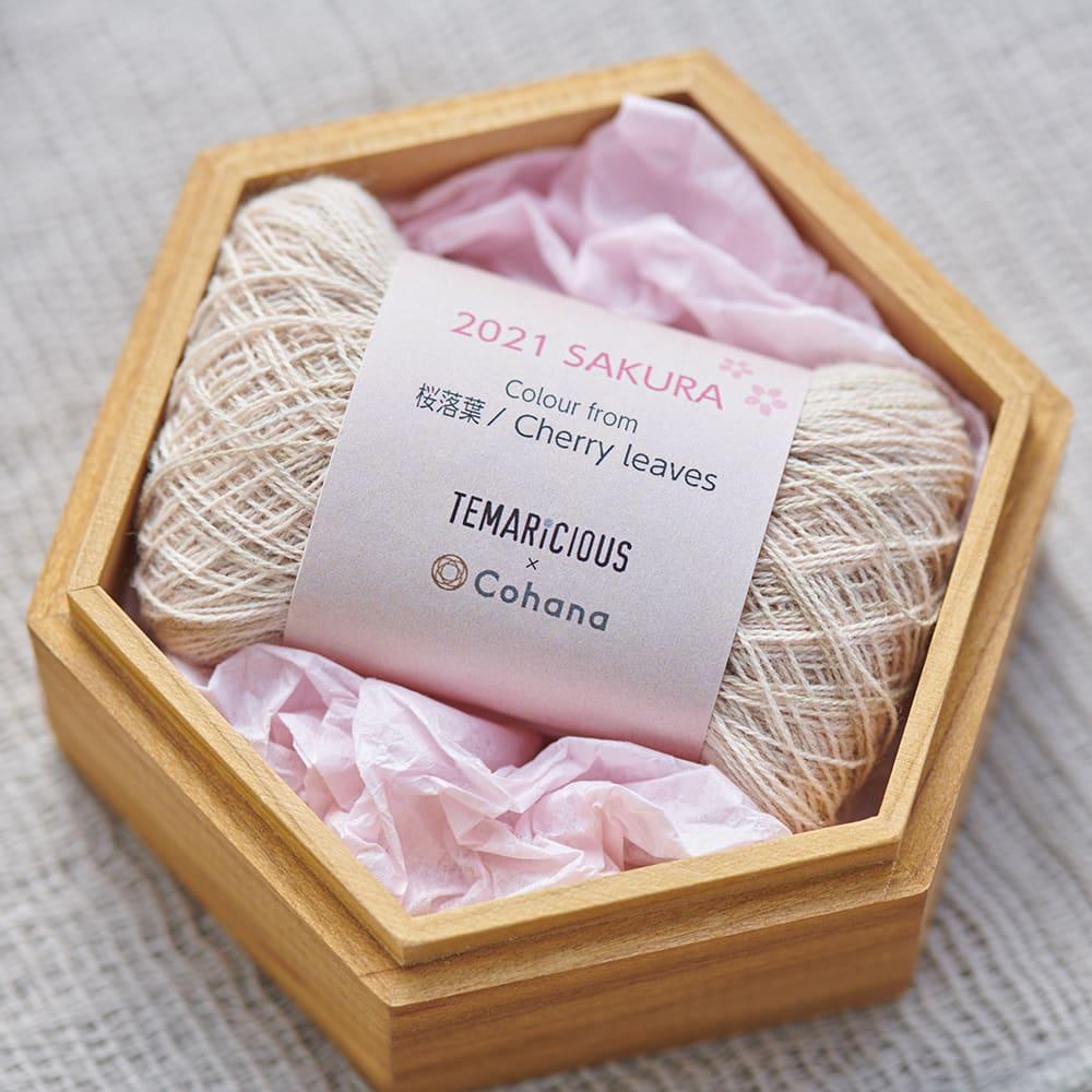 Cohana さくらの手まりの六角小箱 セットされているのは桜の落ち葉で草木染めした糸