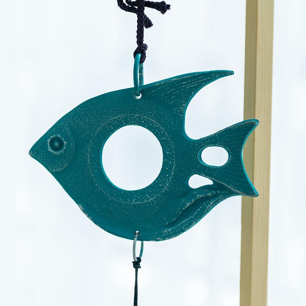 南部鉄器の風鈴 熱帯魚(ブルー)スタンドセット 鮮やかなブルーとフォルムの可愛らしい南部鉄器の風鈴です