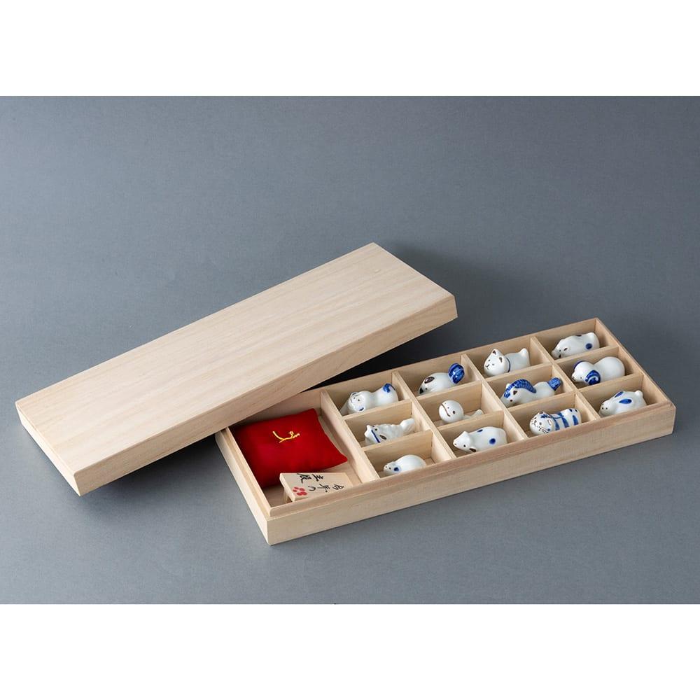 波佐見焼「えとせとら」十二支セット 立札、座布団、十二支を木箱に入れてお届けします。