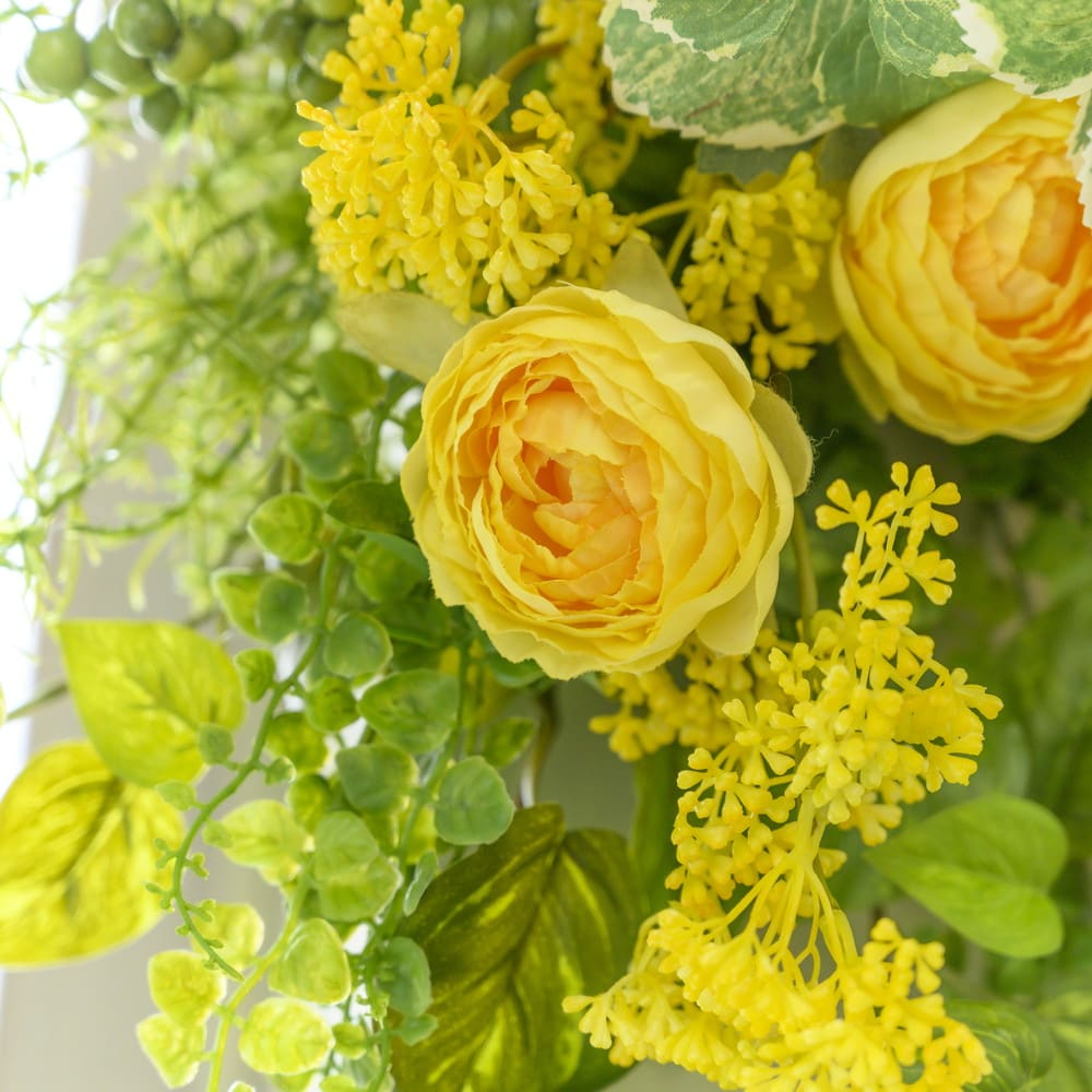 ラナンキュラスのスワッグ 幾重にもなる花びらが可愛らしいラナンキュラス