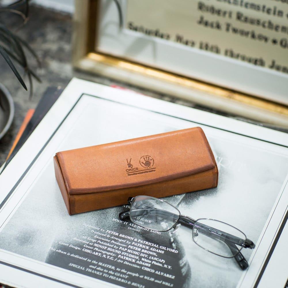 ORICE/オリーチェ社 バケッタレザー眼鏡ケース(お名前刻印なし) 【使用例】