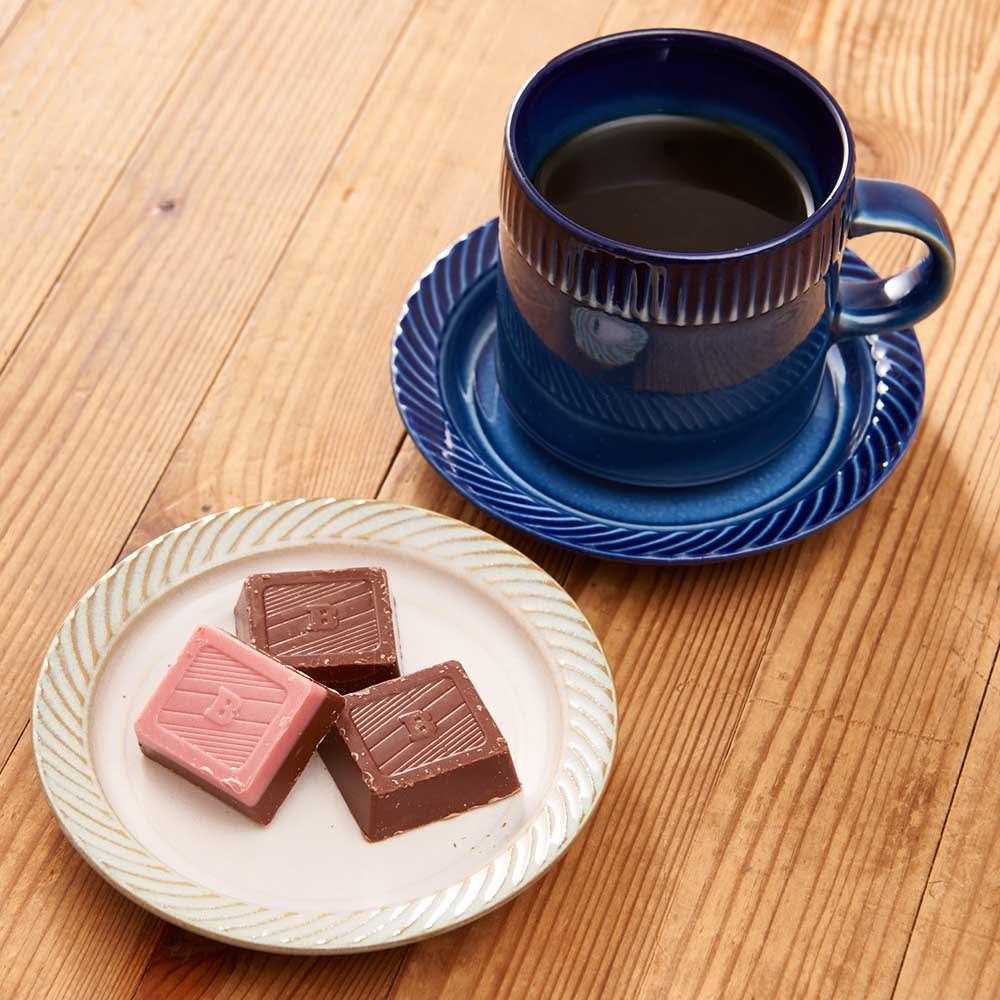 ポトペリー blur ペア デミタス コーヒーカップ&ソーサー 【使用例】お菓子を置いたり、料理の小皿としても使えます。