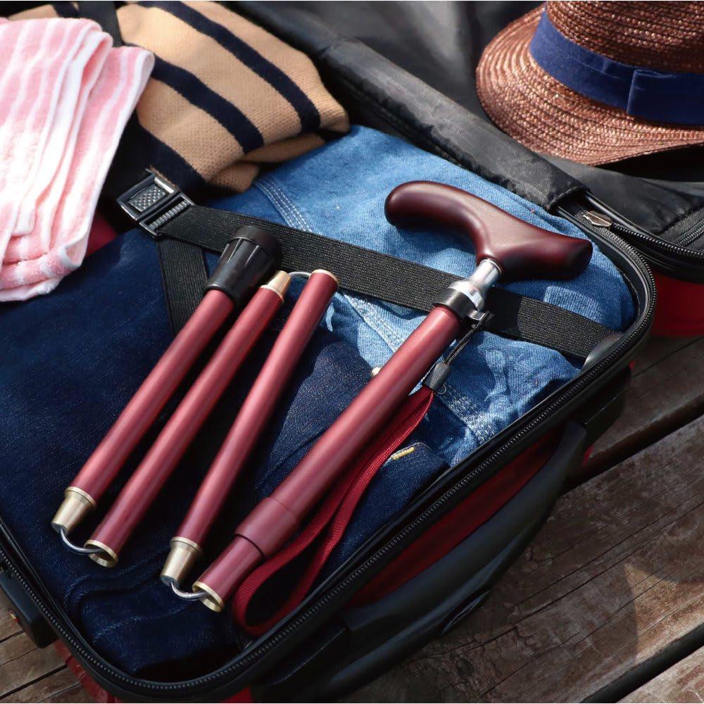 カインドケア/リバティプリント軽量折りたたみステッキ プルストップ式 旅行カバンにもらくらく収納できます。(※写真は同構造の無地商品で使用イメージとしてご覧ください)