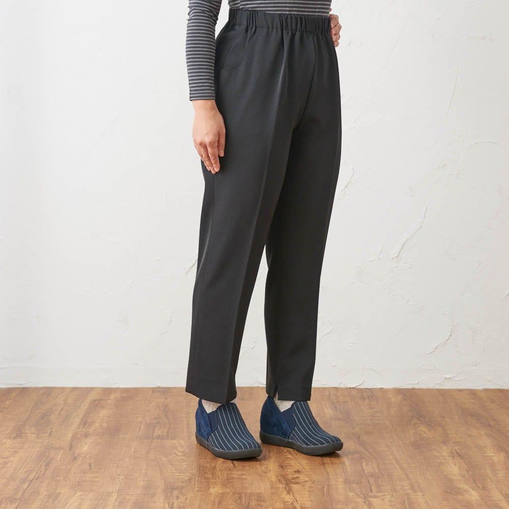 カインドケア/くつろ着パンツスタンダード婦人用3L ブラック着用イメージ ※着用モデル身長:152cm 同商品のサイズ違いGF0338(Mサイズ)を着用しています