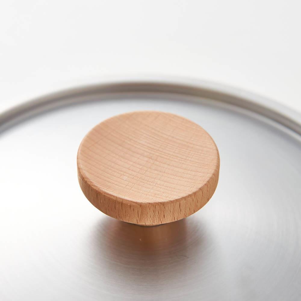 aikata/アイカタ 両口ステンレス雪平鍋18cm・フタセット フタのつまみと取っ手には、手になじみやすく、ぬくもりを感じる木を使用。