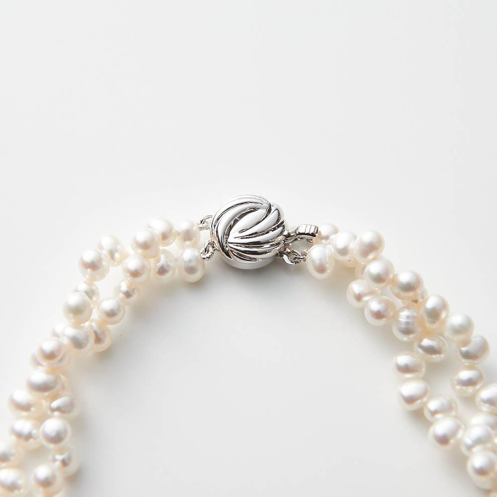 淡水パール編み込ネックレス 留め具もフェミニンなデザインで。