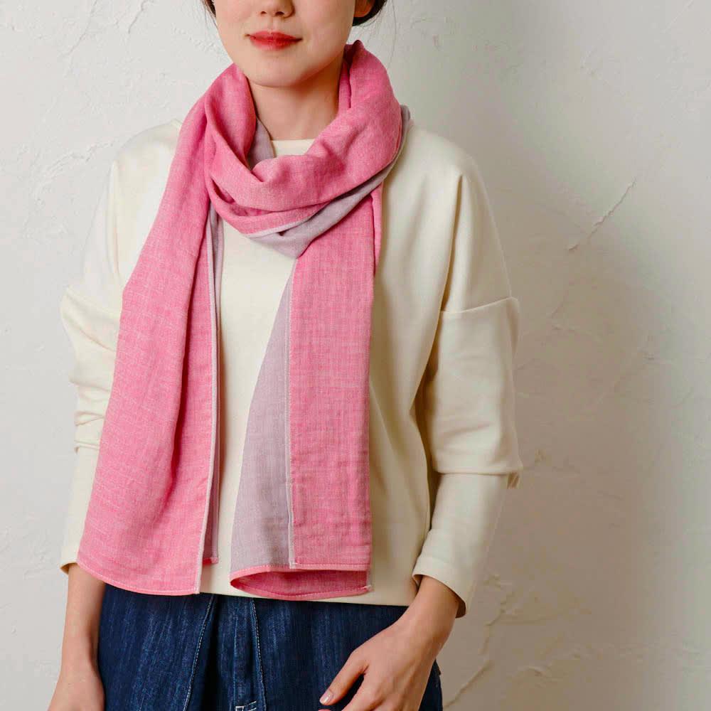 UCHINO/ウチノ リバーシブルマシュマロガーゼマフラー (ア)ピンク 着用例