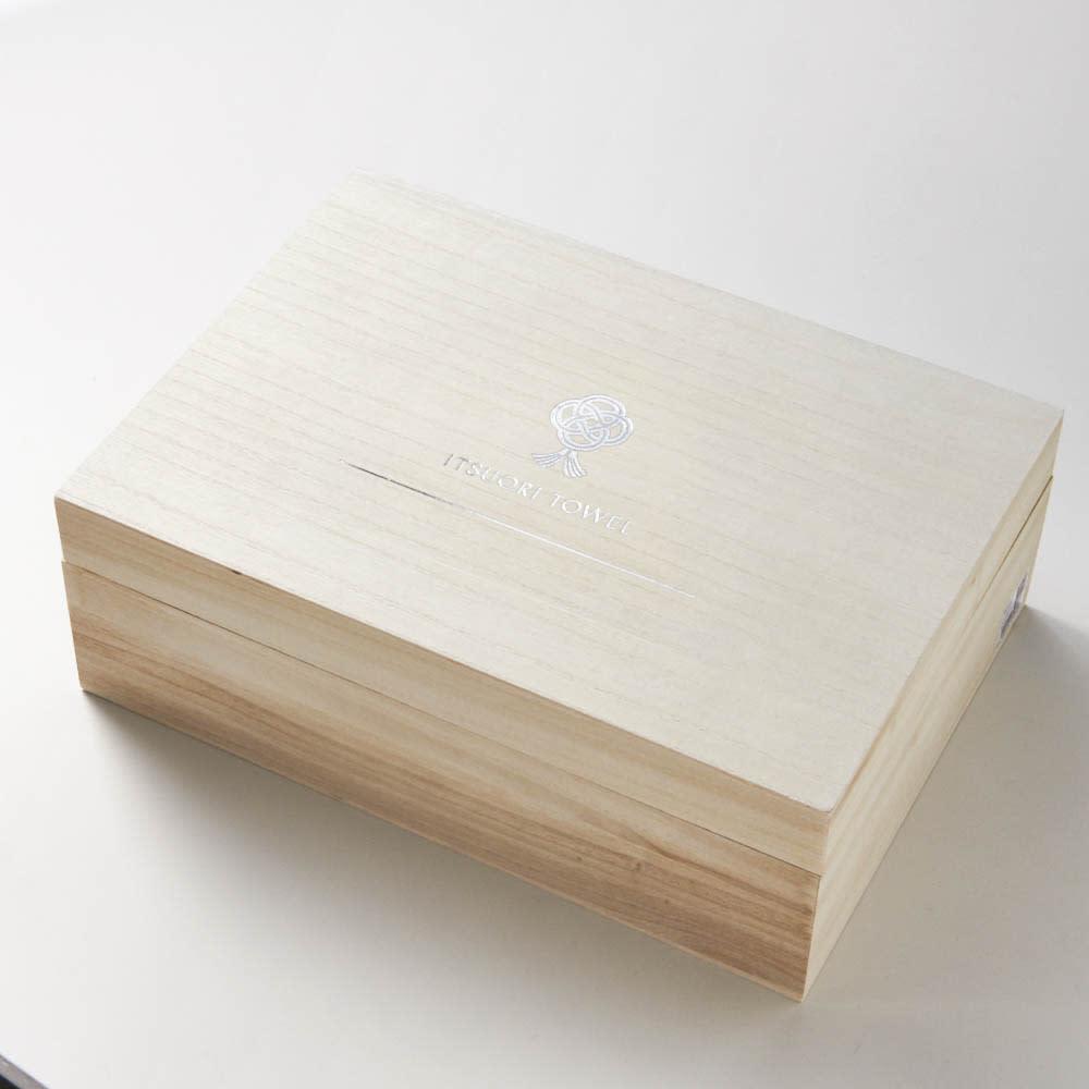 逸織タオル 葛 バス・フェイスタオルセット(ホワイト・グレー) 箔押し入りの上品な木箱に入っているので贈答品におすすめです