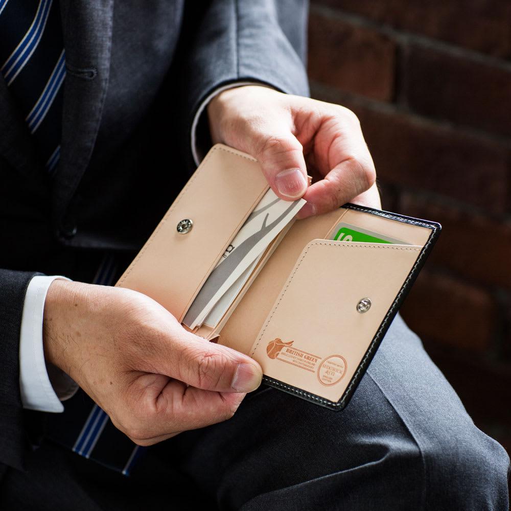 ブライドルレザー名刺ケース 80枚の名刺を収納可能。さらに外側にも2箇所ポケット付き。