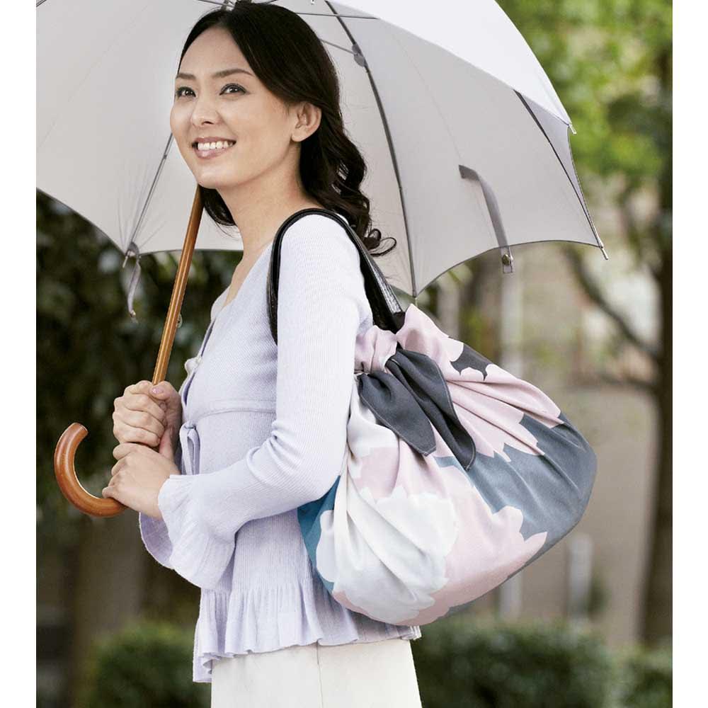 濡れない はっ水風呂敷 薄墨桜 大切なバッグを雨から守ります。