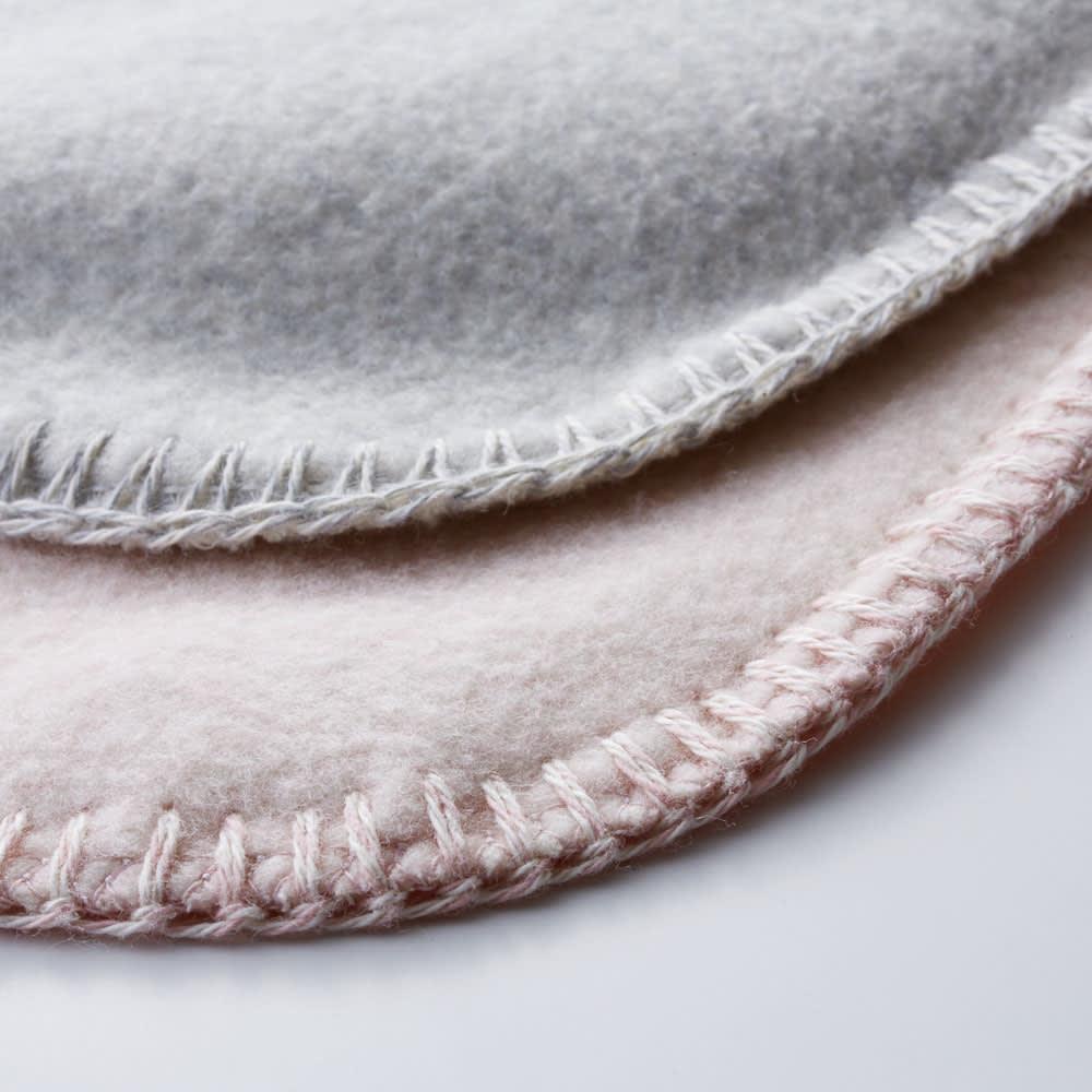 IYASHI-YA 綿100%マザータッチ膝掛けクォーターケット ギフト箱入 繊維自体をほぐしふんわりとするため何度も仕上げ起毛を繰り返し、極限まで起毛することでふっくら柔らかな風合いに仕上げました