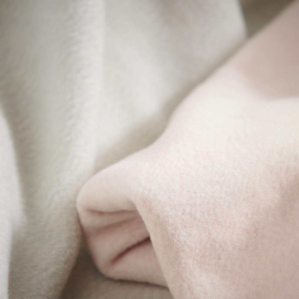 IYASHI-YA 綿100%マザータッチ膝掛けクォーターケット ギフト箱入 お母さんの肌のようにやわらかい風合いから、マザータッチ加工と呼ばれています