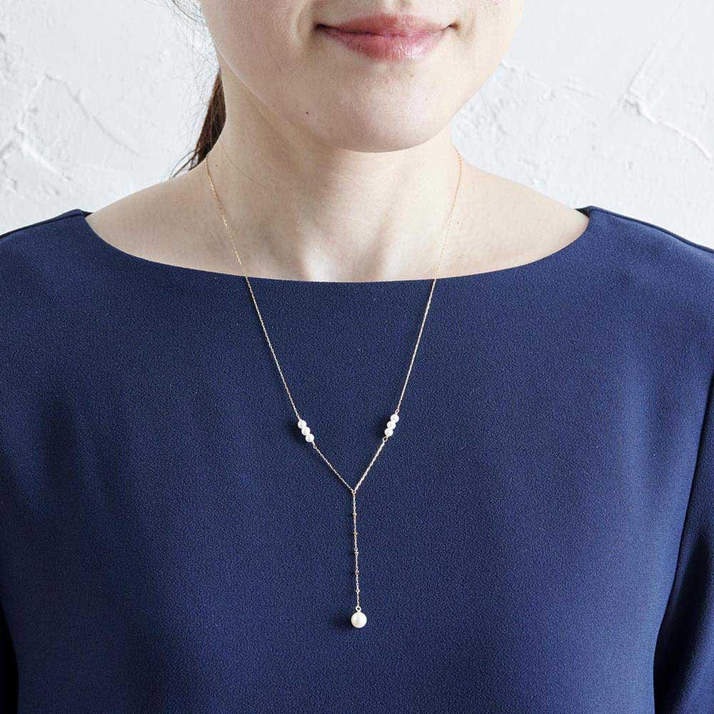 K18パールYタイプネックレス      (ア)イエローゴールド ネックレスの長さはゆったりめの約50cm。