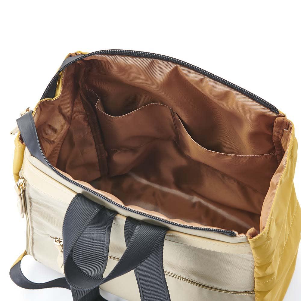 BASARA TYO/バサラ ファビオ はっ水軽量リュック 携帯電話などが入る小物ポケットがついています。