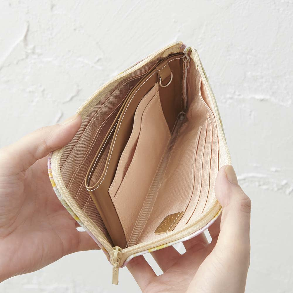 LiBERTE/リベルテ 牛革バラ型押し L字コンパク財布 両側に、オープンポケット×1つ、カード入れ×3つ入ります。