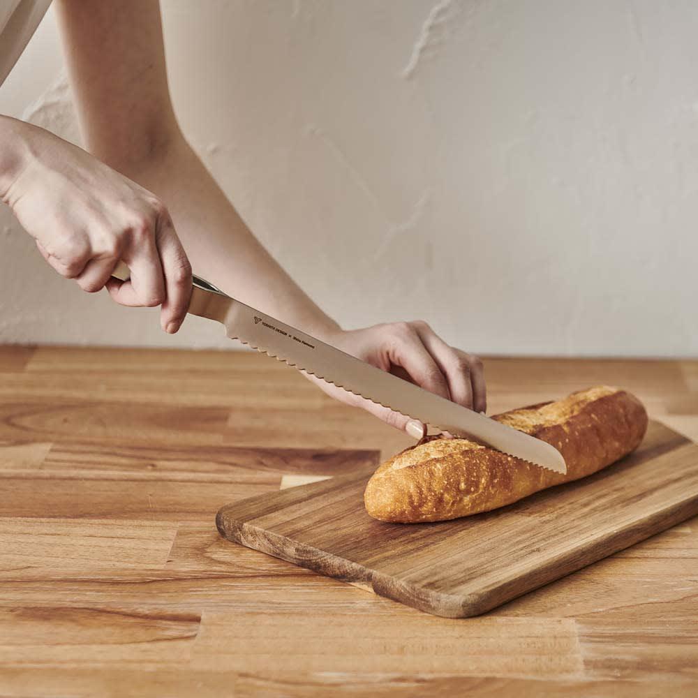 ヨシタ手工業デザイン室 パン切りナイフ 硬いフランスパンもスパっとカットできます。