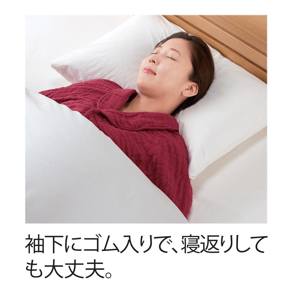 UCHINO/内野 マシュマロワッフルガーゼのおやすみ肩当て 男女兼用 (ア)レッド 女性着用例