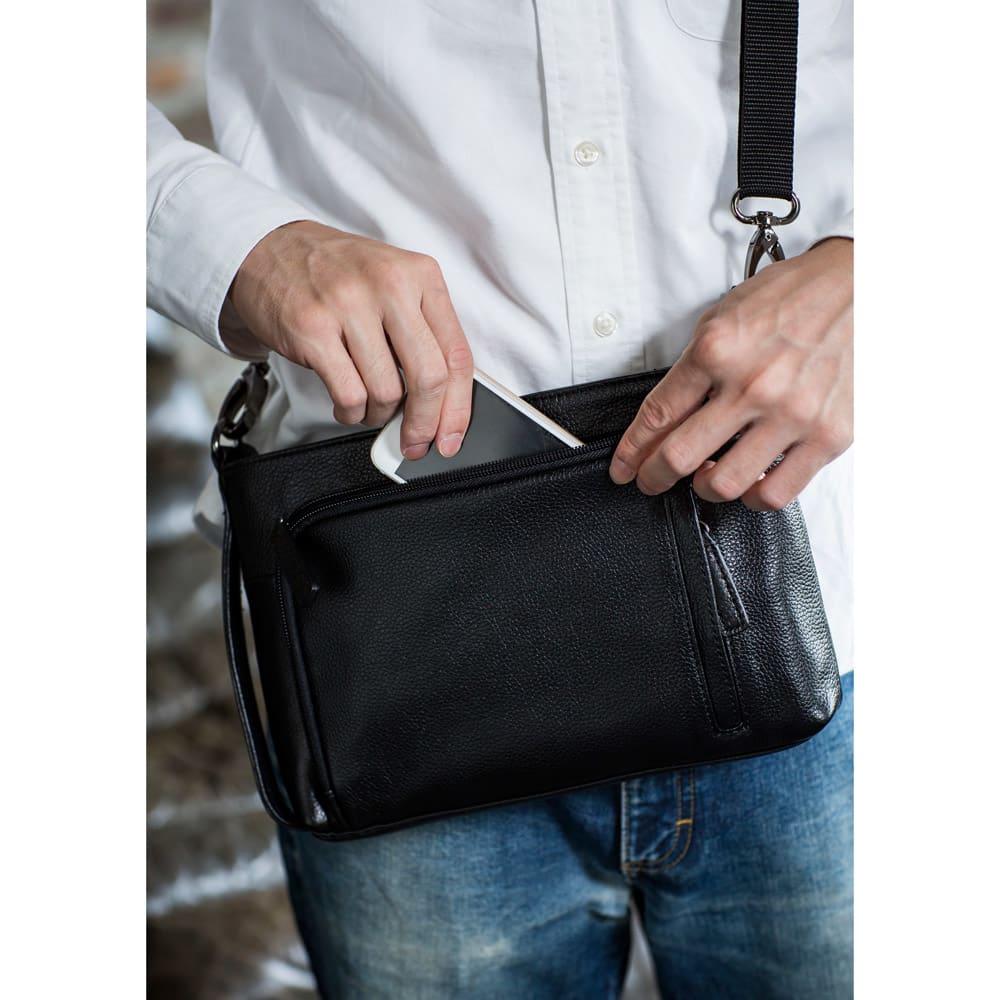 ホースレザー クラッチショルダーバッグ (ア)ブラック L字ポケットには携帯も収納できます。