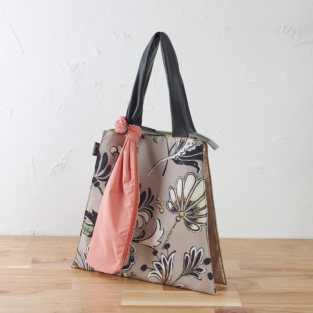 異素材コンビトートバッグ 収納袋付き (ウ)花柄 大花プリントでも落ち着いた色合いなので使いやすい。
