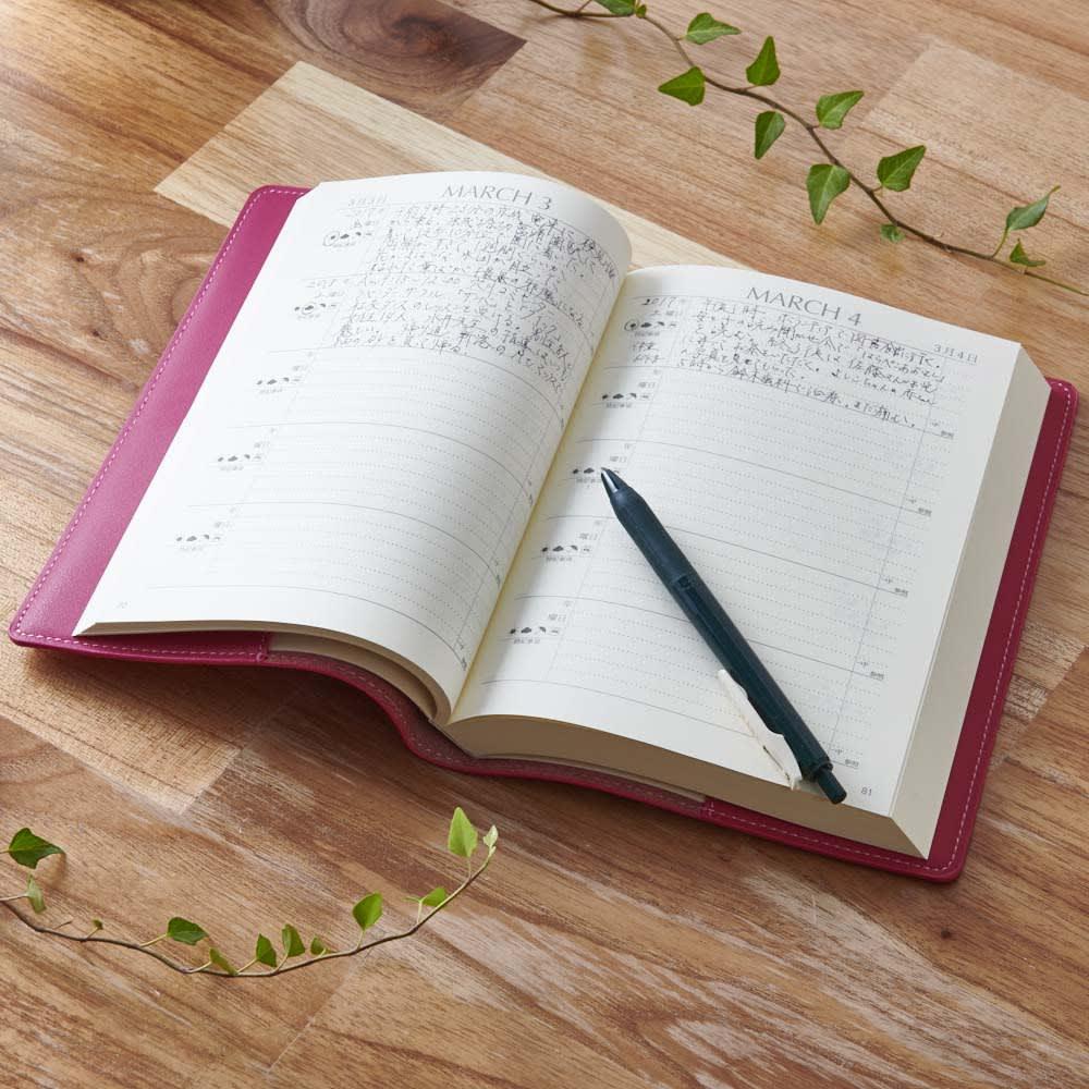 ディアカーズ 革カバー5年日記帳(箔押し名入れあり) 1ページ=1日。5年分の思い出が一目で振り返りできます。