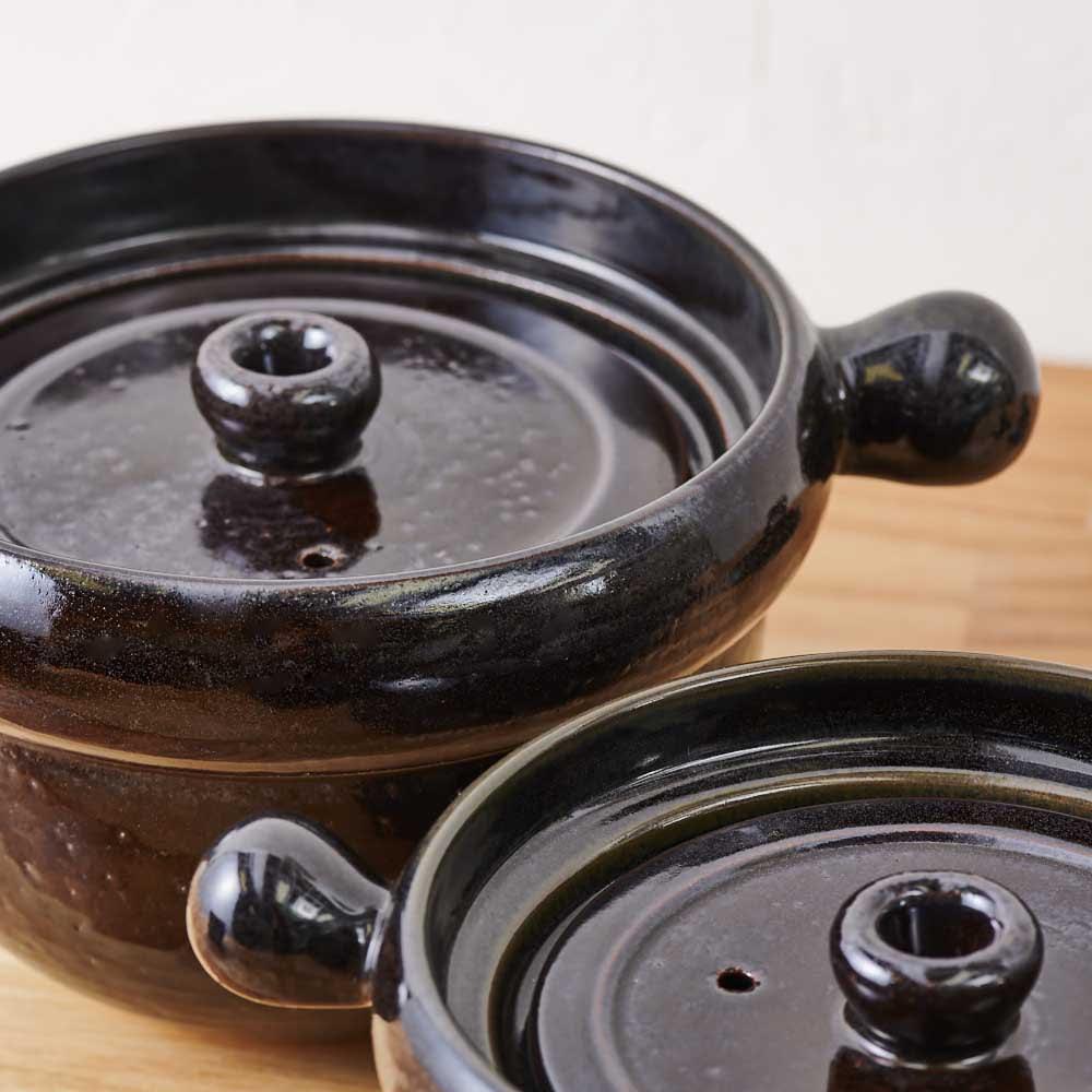 弥生陶園/萬古焼ごはん炊き土鍋 (4合炊き) 職人により、1点1点丁寧につくられた土鍋は、深みのある色で重厚感があります。