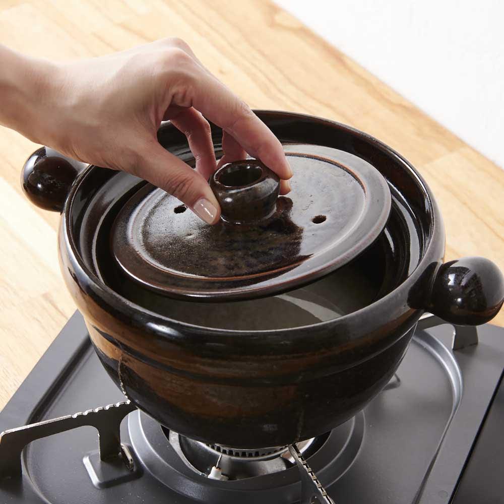 弥生陶園/萬古焼ごはん炊き土鍋 (4合炊き) 【ごはんの炊き方(2)】中蓋、外蓋をセットし、ガスコンロに乗せ、強めの中火で炊いてください。火加減はそのままでOK!