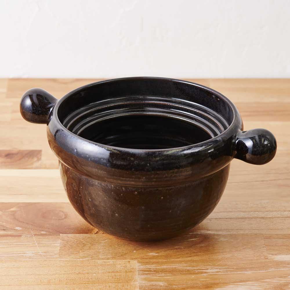 弥生陶園/萬古焼ごはん炊き土鍋 (2.5合炊き) 鍋底を通常よりも肉厚に仕上げたことにより、熱を急激に伝えず穏やかに伝え、じっくり美味しく炊き上げます。