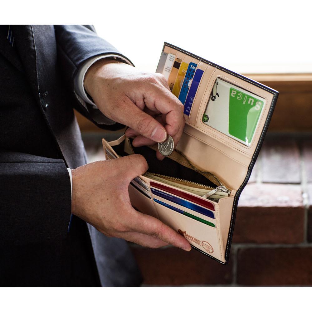ブライドルレザー長財布 ファスナータイプの小銭入れは安心のYKK製を使用しており開閉がスムーズ