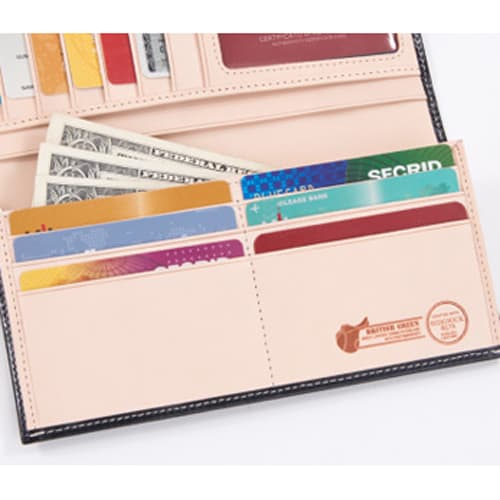 ブライドルレザー長財布 札入れと小銭入れの前にも、カードポケットが6枚収納可