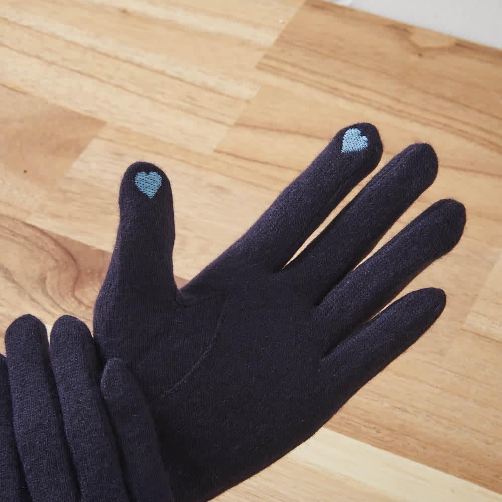 [婦人]日本製タッチパネルカシミア手袋 ハートの刺繍はタッチパネル対応で便利。