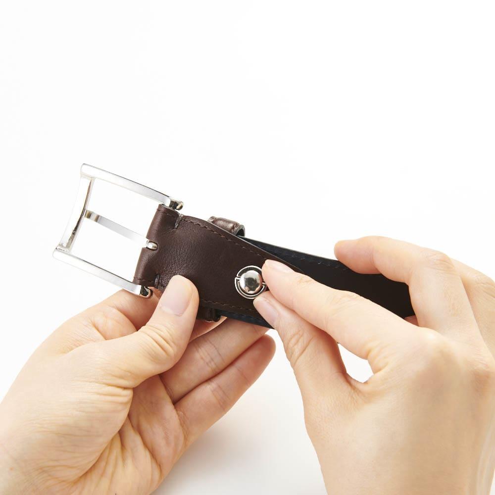 KNOT/ノット メンズ イタリアンレザー光沢ベルト 【長さ調整可能】1.裏側の金具を外します。 ※画像は別のレザーです