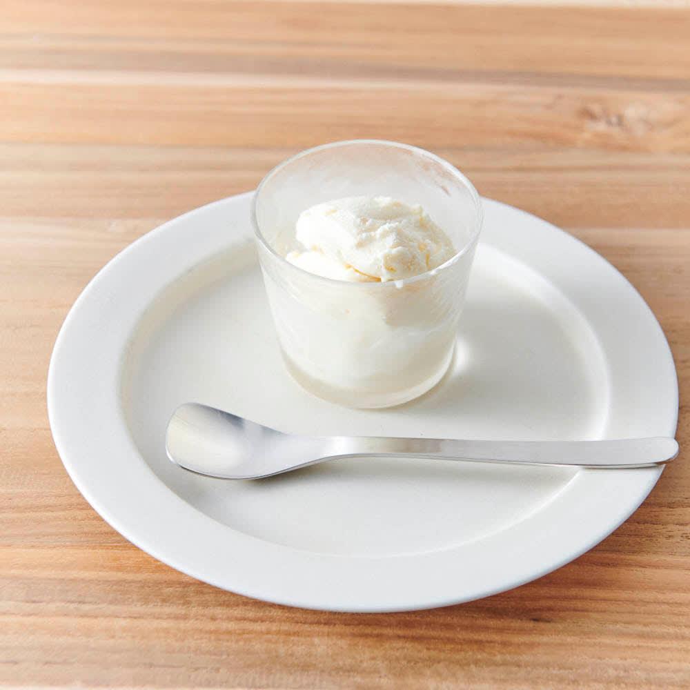 柳宗理 アイスクリームスプーン 6本セット シンプルながらおしゃれで、アイスクリームがより美味しそうに映えます。